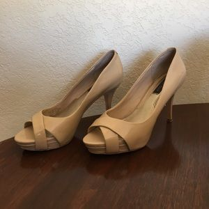 Leather nude pumps